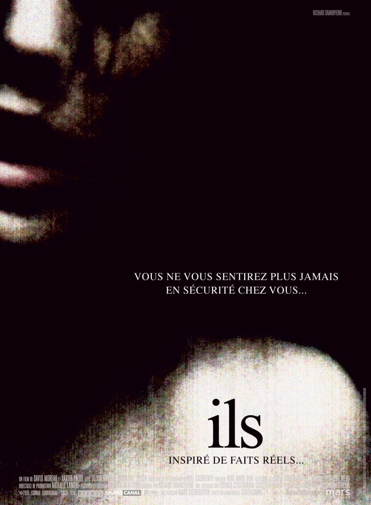 There's No Place Like Home: Class, Conflict and Violence in Ils (2006)